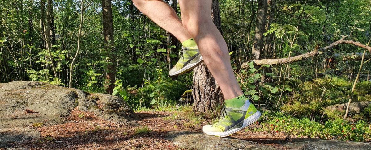 Juoksija Keskuspuiston metsässä